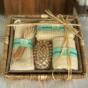 NWOT Bath Accessories Gift Set